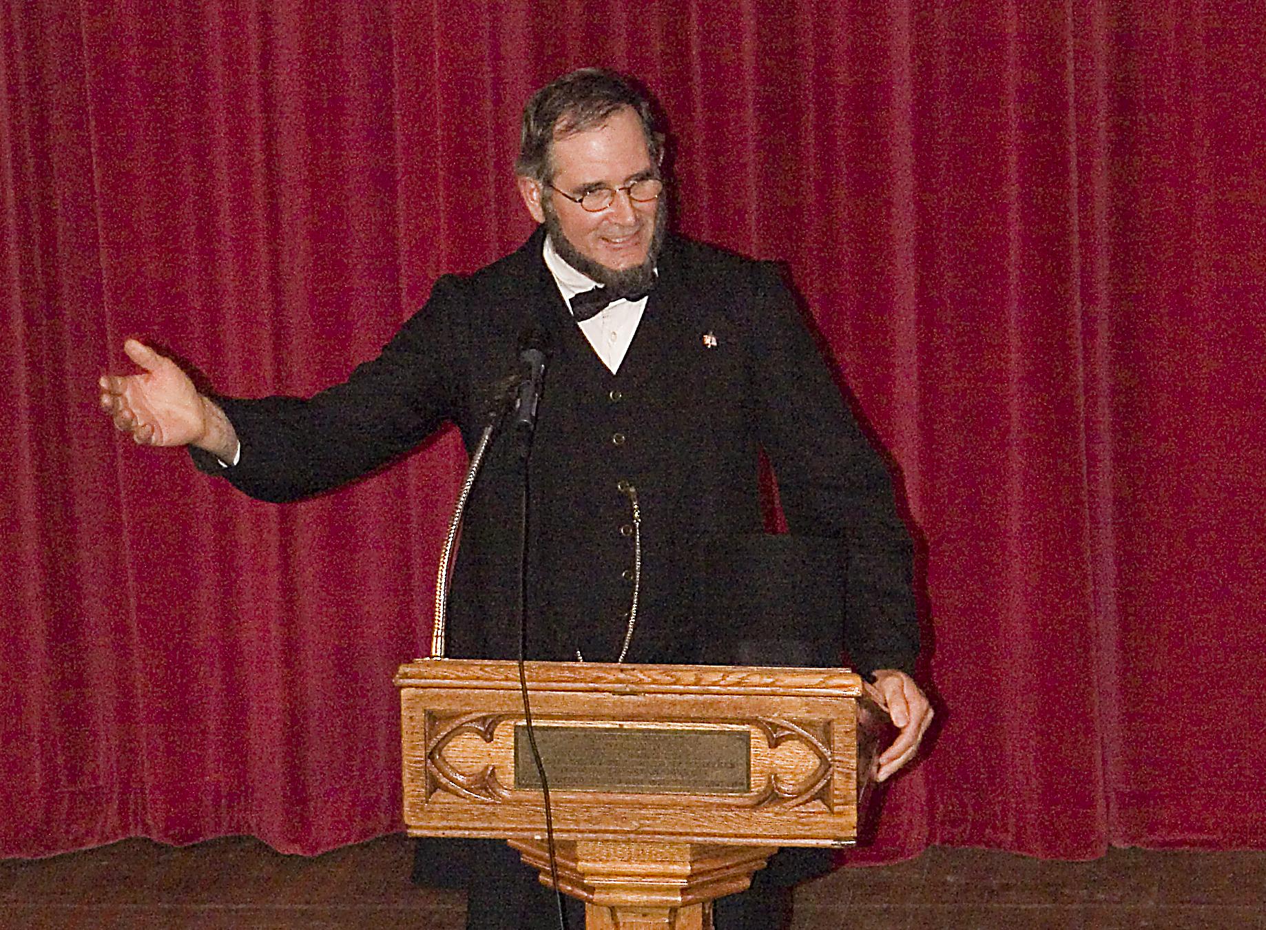 Lee-presenting-podium